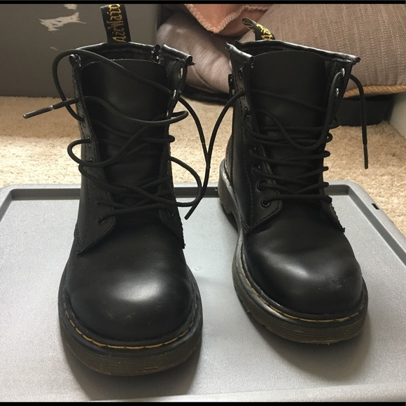dr martens youth size 3